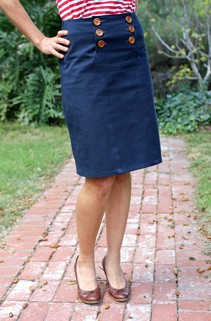 This navy skirt is more than a nostalgic style item - it's a sign of shoreline soirees on the horizon! A fine complement to salt-worn walkways with its high waistline framed with sailorette-style buttons, hidden pockets, and white anchor pattern matching its dual-striped hem, 4/4(8).